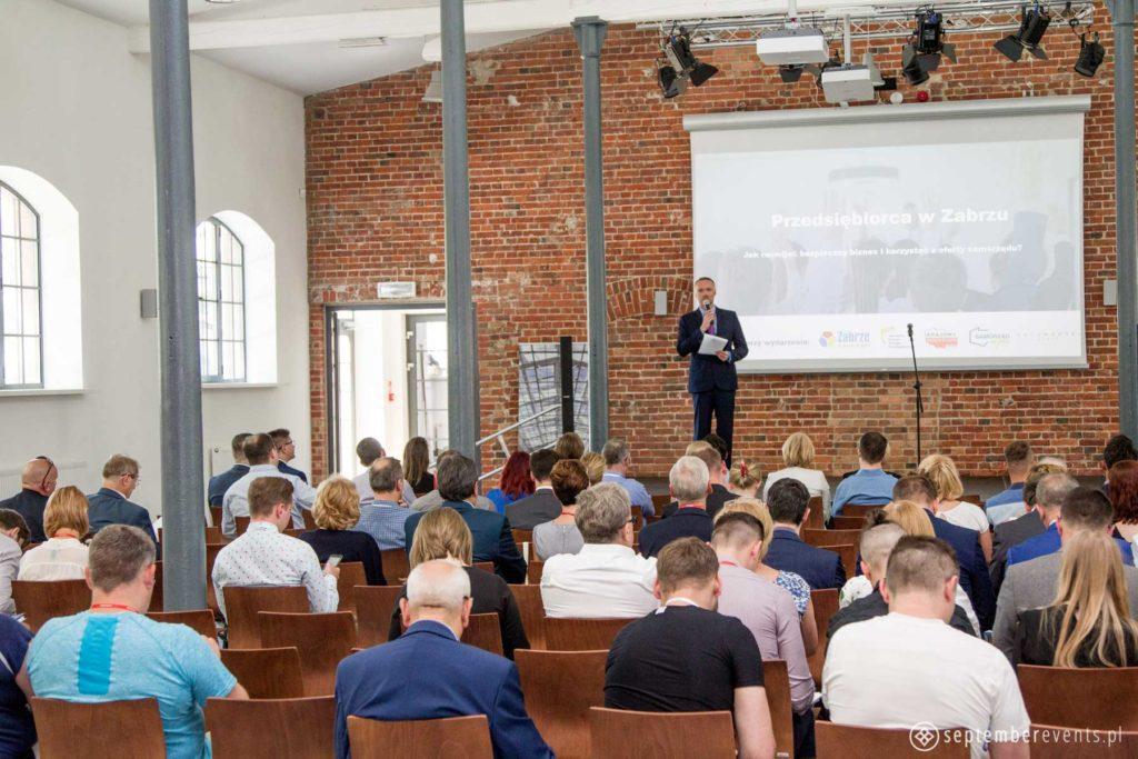 firma-organizujaca-konferencje-wroclaw-warszawa-1024x683 Jak zorganizować konferencję od A do Z