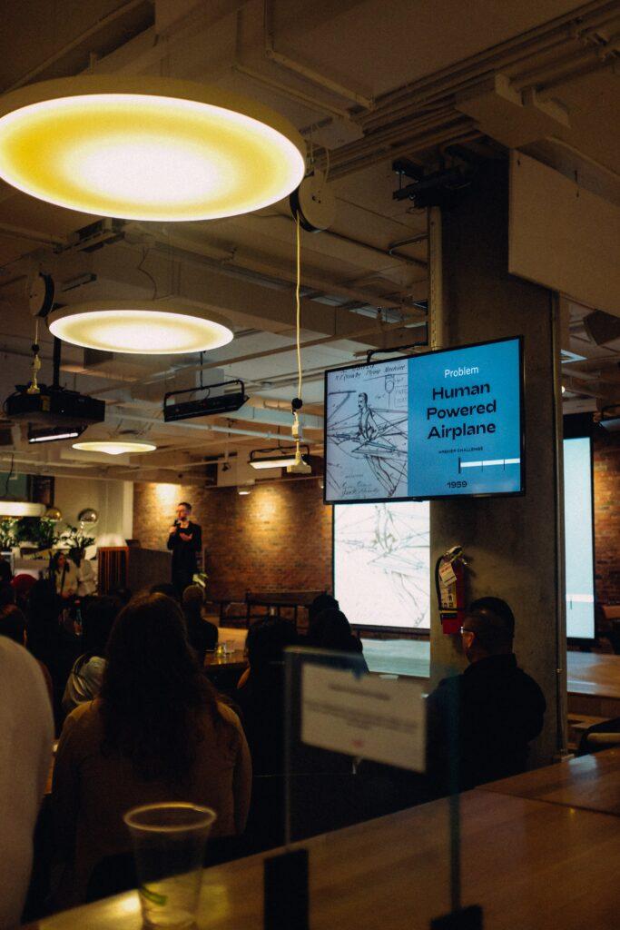 platformy-do-organizowania-webinarow-i-konferencji-online-683x1024 Na co warto zwrócić uwagę w planowaniu wydarzenia online?
