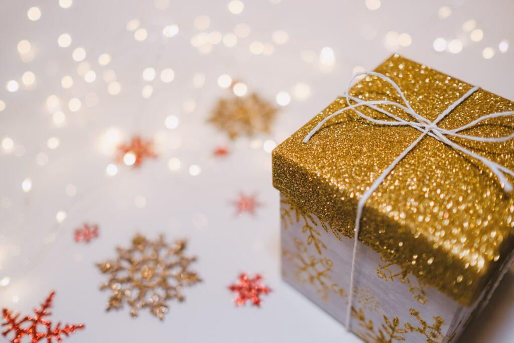 swiateczne-giftboxy-dla-firm-1024x683 Świąteczny giftbox dla pracownika - przepis na prezent idealny